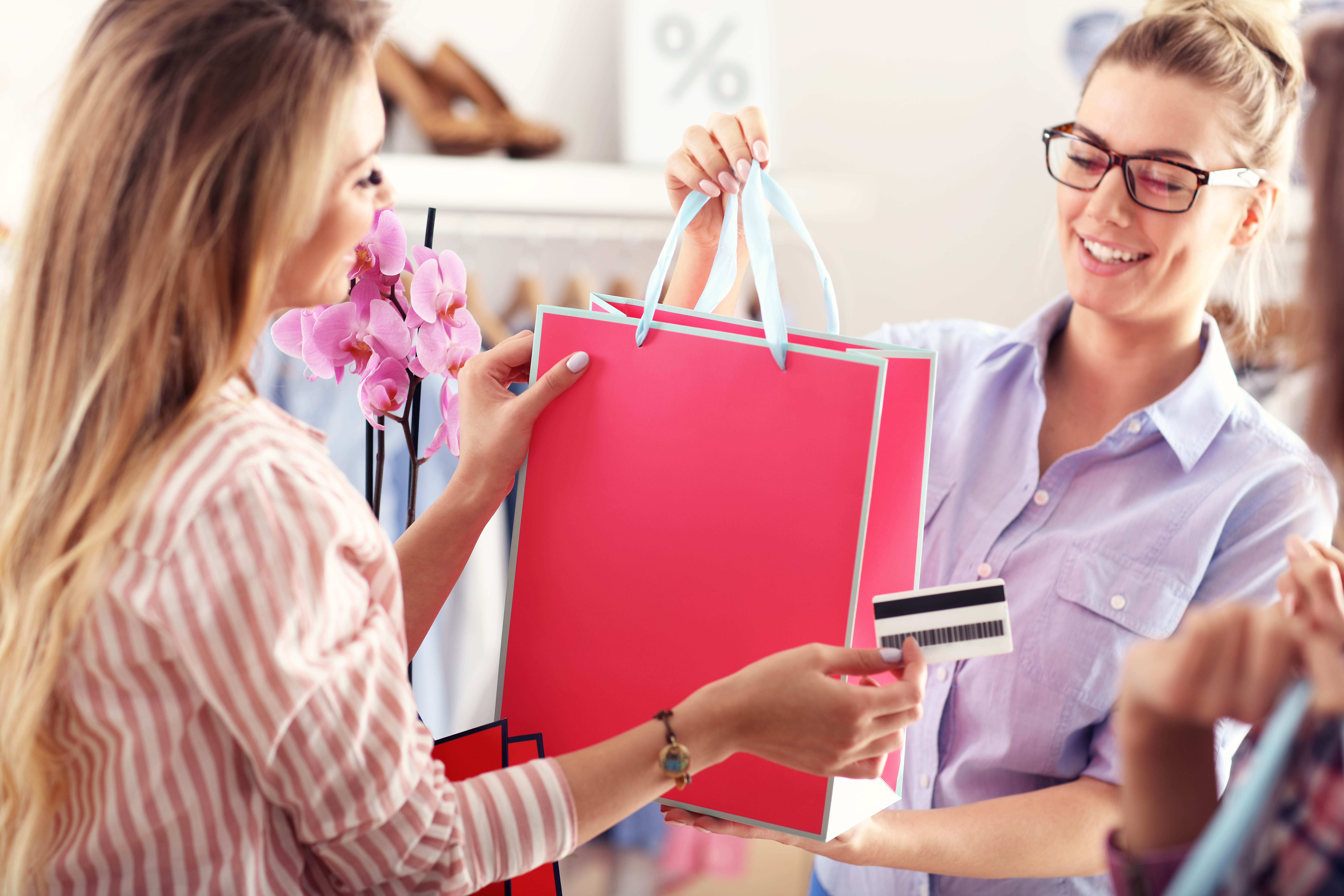 Should You Get A Store Credit Card It S Tempting Money Talks News