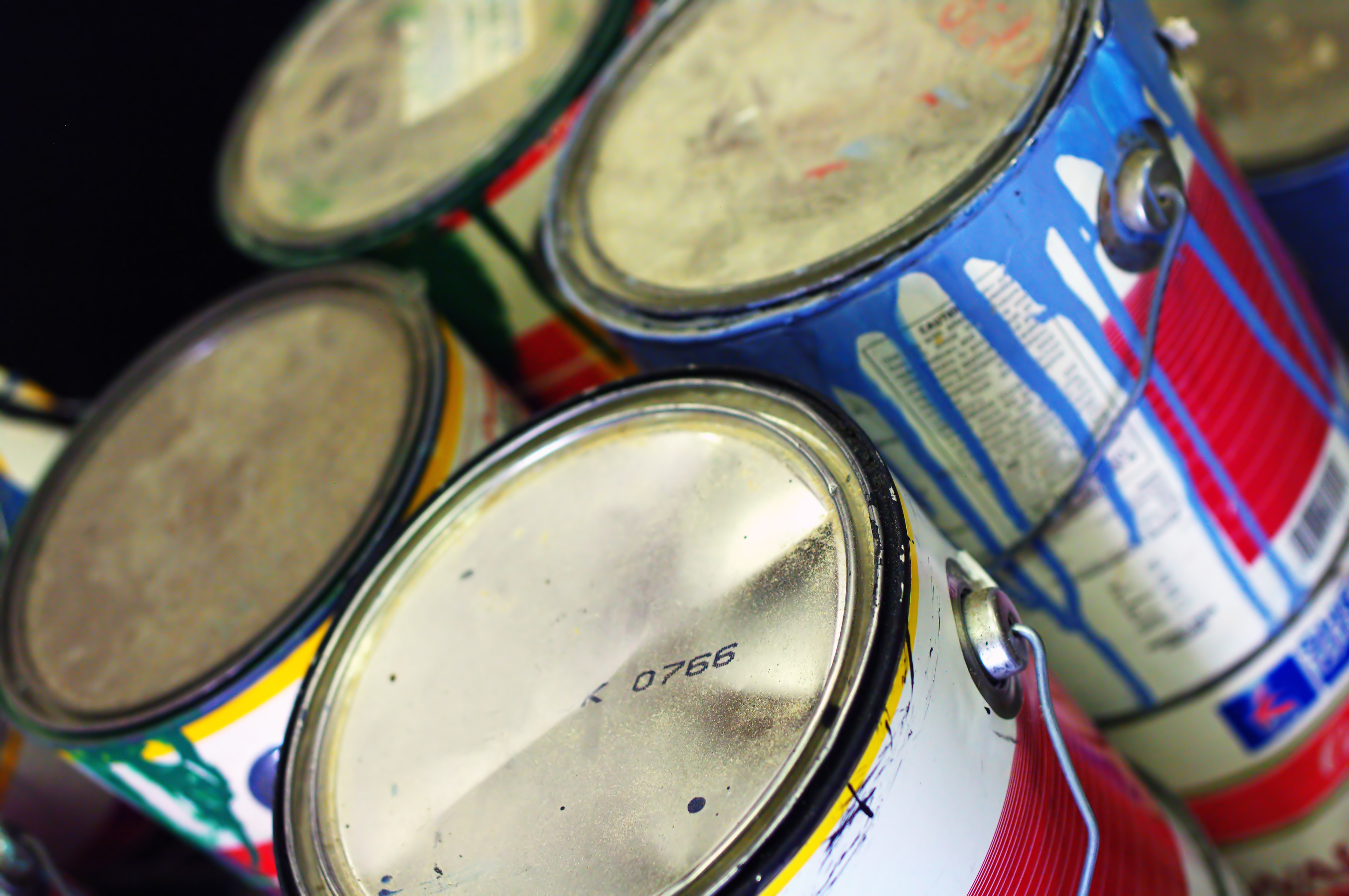 Brilliant Home Hack: Use Kitty Litter To Dispose Of Old Paint